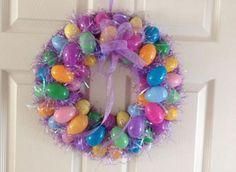 Ghirlanda pasquale con uova multicolore