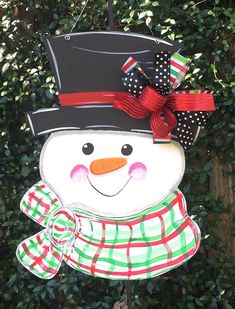 30 ideas for winter door hangers diy etsy Snowman Door, Cute Snowman, Christmas Crafts, Christmas Decorations, Christmas Ornaments, Holiday Decor, Whimsical Christmas, Christmas Door Hangers, Christmas Ideas