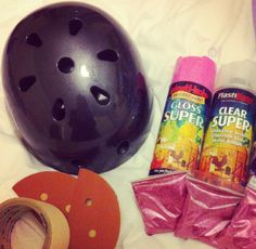 DIY tutorial for glitter helmets Roller Derby, Roller Skating, Skull Helmet, Derby Skates, Glitter Bomb, Bike Life, Bicycle Helmet, Diy Tutorial, Diy Fashion