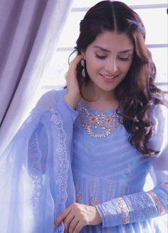 Pakistani Fashion Party Wear, Pakistani Dresses Casual, Indian Bridal Fashion, Shadi Dresses, Indian Dresses, Indian Outfits, Teenage Girl Photography, Girl Photography Poses, Stylish Girl Images