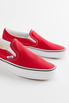 Vans Classic Slip-On Canvas Sneaker Cute Vans, Cute Shoes, Me Too Shoes, Buy Sneakers, Sneakers Fashion, Sneakers Workout, Tomboy Fashion, Converse Sneakers, Running Sneakers