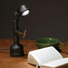 Ob eine Wandleuchte in Wasserhahn-Optik oder andere Wand- und Tischlampen im Industriestil: So cool kann elektrische Beleuchtung sein!