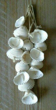 45 Homemade Home Decor Trending Now - Dekoration für zu Hause Sea Crafts, Nature Crafts, Diy And Crafts, Arts And Crafts, Creative Crafts, Seashell Art, Seashell Crafts, Seashell Wind Chimes, Seashell Display