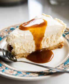 Sernik Cointreau z karmelem pomarańczowym - Rozkoszny Eat Cake, Sweet Tooth, Cheesecake, Good Food, Food And Drink, Bakken, Cheesecakes, Healthy Food, Cherry Cheesecake Shooters