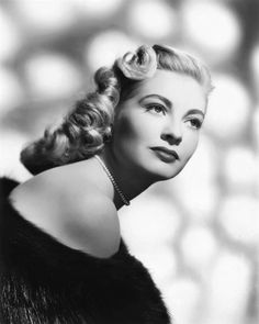 Vintage Glamour, Vintage Ladies, 60s Hair, 1950s Hairstyles, Classic Photography, Old Hollywood, Movie Stars, 1940s, Hair Inspiration