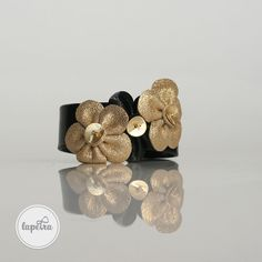 Flower power bangle with 3 large leather flowers. Leather Flowers, Gold Flowers, Unique Jewelry, Jewelry Design, Bangles, Bracelets, Statement Jewelry, Flower Power, Trending Outfits