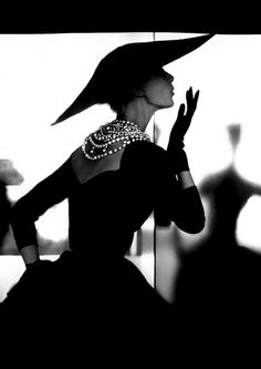 Chanel - Vintage Chanel LBD with the timeless pearl necklace. & a wide brimmed hat. Chanel Vintage, Vintage Beauty, Vintage Couture, Vintage Paris, Moda Vintage, Vintage Mode, Vintage Outfits, Vintage Clothing, Vintage Dresses