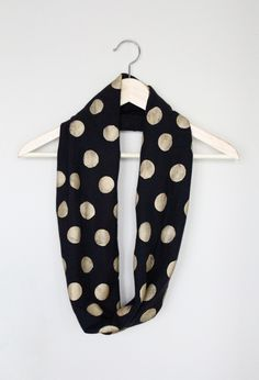DIY no sew polka dot infinity scarf using an old t-shirt, gold paint and a foam pouncer (round sponge with handle, used for stencils)
