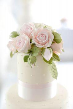 ♔ Pink rose cake