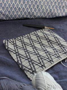 Pirjon kädenjälkiä: tapestry crochet pattern More