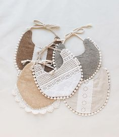Handgemachtes Baby, Baby Girl Newborn, Diy Baby Gifts, Baby Girl Gifts, Billy Bibs, Girl Gift Baskets, Baby Diy Projects, Sewing Projects, Baby Clothes Patterns