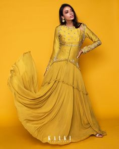 This sun-drenched hued, the green sheen anarkali gown is a superb accompaniment to your pre-wedding outfit. This figure flattering outfit with multifarious gathers + the shoulder key-hole pattern will make you stand out without even trying too hard! Designer Party Wear Dresses, Kurti Designs Party Wear, Indian Designer Outfits, Indian Outfits, Lehenga Designs, Dress Neck Designs, Blouse Designs, Mehendi Outfits, Bridesmaid Outfit
