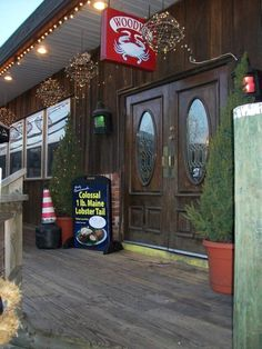 mdwoodyscrabhousefb Steamed Crabs, Steamed Shrimp, Best Seafood Restaurant, Waterfront Restaurant, Maryland Crab Soup, Crab Feast, Best Crabs, Crab House, Brunch Table