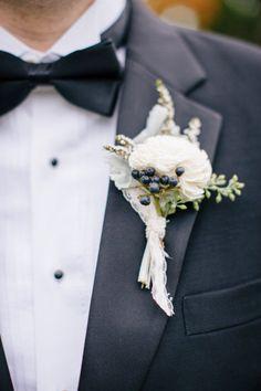 Wrapping the Boutonniere: Materials & Ideas | Team Wedding Blog #weddingflowers #weddingplanning
