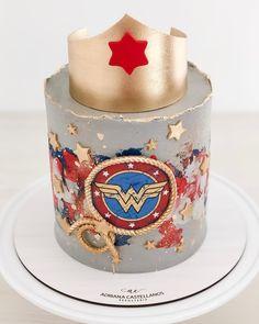 No photo description available. Wonder Woman Cake, Wonder Woman Party, Wonder Woman Birthday Cake, Beautiful Cakes, Amazing Cakes, Anniversaire Wonder Woman, Lego Cake, Cake Minecraft, Minecraft Houses