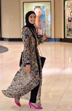 Hijab and abaya is the Muslim women attire that covers him. The trend of hijab and abaya is increase Hijab Look, Hijab Style, Hijab Chic, Abaya Style, Modest Wear, Modest Dresses, Modest Outfits, Muslim Women Fashion, Islamic Fashion