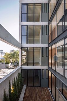 This nine-storey building accommodates individual residences on each level, with a penthouse spread across the top two floors. A lobby occupies the ground floor and a garage is located in the basement.