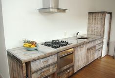 De eerste keuken gemaakt van steenschotten. www.wendeldesign.nl