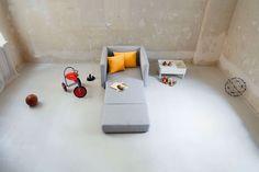Es sind genau drei Dinge, die sich in jedem Sofa der Marke Sitzfeldt vereinen: formschönes, klares Design, größtmögliche Nachhaltigkeit in der Herstellung und ein überraschend günstiger Preis. Sofa Design, Designer Couch, Floor Chair, Industrial Design, Toddler Bed, Flooring, Furniture, Home Decor, Products