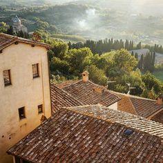 Rise and shine! ☺️ #wonderful #italy #montelpulciano #photooftheday #travel #nofilter #wanderlust #vsco www.haisitu.ro