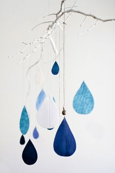 raindrop felt garland--maybe do a combo...alternating strings of leaves and raindrops for our nature-themed playroom(?)