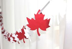 Canada Day inspiration: 25 DIY ideas, crafts, printables and recipes for July - simple as that Canada Day is almost here! Get inspired for the big July celebration with these 25 DIY ideas, crafts, printables and recipes! Canada Day Party, Canada Day 150, Happy Canada Day, Visit Canada, Diy Birthday Banner, Diy Banner, Fall Banner, Banner Ideas, Birthday Presents
