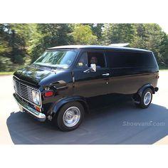 Cool Supercars, Chevy Vans, Yosemite Sam, Old School Vans, Day Van, Cool Vans, Boogie Woogie, Gm Trucks, Custom Vans