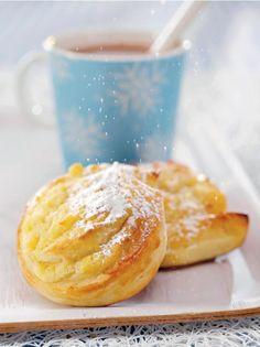 Dallaspullat // Buns filled with vanilla cream Food & Style Elisa Johansson Photo Satu Nyström Maku www. Sweet Recipes, Cake Recipes, Custard Buns, Finnish Recipes, Savory Pastry, Bun Recipe, Sweet Pastries, Let Them Eat Cake, Cupcake Cakes