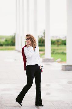 Camisa #Dudalina, calça preta do #RicardoAlmeida, blazer vermelho da #Zara é a…