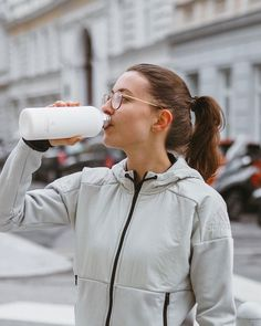 """Bettina on Instagram: """"3 months in the new year and I've already run 110km - can't wait for the marathon relay this Sunday at VCM 🏃🏽♀️💨 *ad #drinkmorewater…"""" Water Drops, 3 Months, Marathon, Bottles, Waiting, Sunday, Running, Steel, Instagram"""