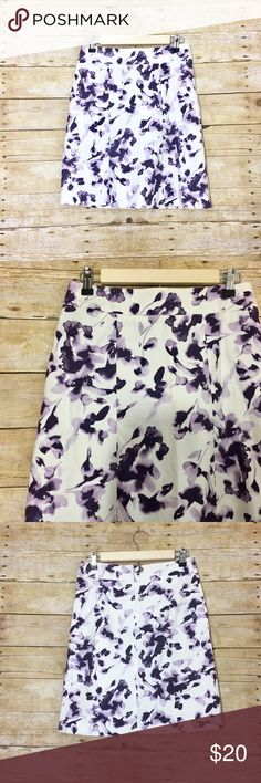 White and purple pencil skirt H&M white pencil skirt with purple print. Like new, no flaws!   Length - 20 inch Waist - 27 inch H&M Skirts Pencil