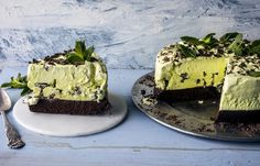 After Eight-iskake med browniebunn - Oppskrift - Godt. Sweet Recipes, Cake Recipes, Dessert Recipes, Norwegian Food, Pudding Desserts, Brownie Cake, Dessert Drinks, Pavlova, Let Them Eat Cake