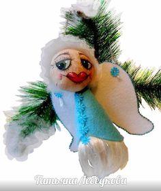 Детская елочная игрушка подвеска из фетра - Улыбающийся Ангел. Это и оберег ребенку и безопасная игрушка на елку