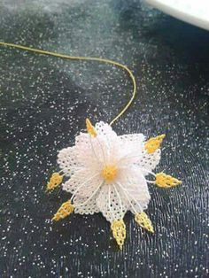 Tatting Lace, Needle Lace, Lace Flowers, Dandelion, Diy And Crafts, Projects To Try, Embroidery, Knitting, Crochet