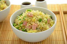 La ricetta del riso alla cantonese è un finto primo piatto cinese perchè di fatto contiene molti ingredienti occidentali.