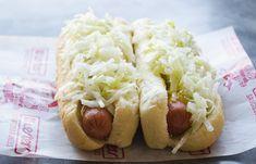 Amateurs de hot-dog vapeur? Voici la meilleure recette de salade de chou à hot-dog de tout le Québec!