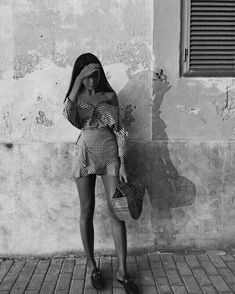 Black and White Photography People: Get Professional Looking Pictures With These Tips – Black and White Photography Artistic Fashion Photography, Mode Poster, Black And White Beach, Summer Outfits, Cute Outfits, Influencer, Black And White Aesthetic, Summer Photos, Photo Instagram