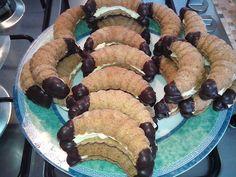 Christmas Cookies, Breakfast, Food, Sweet Dreams, Xmas Cookies, Morning Coffee, Christmas Crack, Christmas Biscuits, Essen
