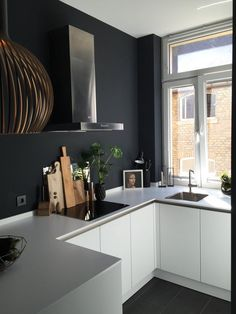 To improve the interior of your home, you may want to consider doing a kitchen remodeling project. This is the room in your home where the family tends to spend the most time together. If you have not upgraded your kitchen since you purchased the home,. Black Kitchens, Home Kitchens, Modern Kitchens, Kitchen Black, New Kitchen, Kitchen Decor, Tidy Kitchen, Decorating Kitchen, Decorating Ideas