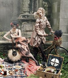 """Fashion Rocks"" Vogue 2007 ~ Coco Rocha & Agyness Deyn"
