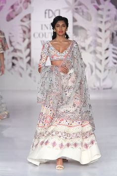 Complete collection: Rahul Mishra at India Couture Week 2017 Indian Look, Dress Indian Style, Indian Ethnic Wear, Indian Dresses, Indian Wedding Outfits, Indian Outfits, Indian Clothes, Wedding Dresses, India Fashion