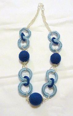 The white gold diamond horseshoe pendant features of round white diamonds. Crochet Bracelet, Bead Crochet, Beaded Earrings, Crochet Earrings, Crochet Collar, Bijoux Diy, Fabric Jewelry, Knitting Accessories, Diy Jewelry