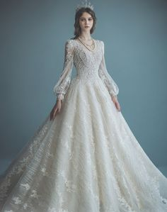 15 Statement-Making Regal Wedding Dresses Fit For A Modern Queen - Wedding Dress Styles Queen Wedding Dress, Muslimah Wedding Dress, Queen Dress, Long Wedding Dresses, Bridal Dresses, Designer Wedding Dresses, Lace Wedding, Beautiful Gowns, Pretty Dresses