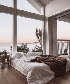 A cozy bed with an amazing view! What do you think of this bedroom? TAG a frien… A cozy bed with an amazing view! 😍 What do you think of this bedroom? TAG a friend who would love to live here! Dream Rooms, Dream Bedroom, Home Bedroom, Master Bedroom, Night Bedroom, Nature Bedroom, City Bedroom, Forest Bedroom, Summer Bedroom