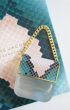 Marc Jacobs Decadence: Eau So Decadent - Hey Pretty Ari Perfume, Daisy Perfume, Perfume Scents, Perfume Making, Perfume Bottles, Parfum Chic, Marc Jacobs, Maquillage Yeux Cut Crease, Parfum Victoria's Secret