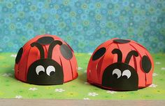 Here we are with another adorable and simple paper ladybug craft, we've made this ladybug paper craft a while ago but as crafting with paper is just so fun it was time to make another, different one. After all this cute little bug deserves more spotlight right? Ready to make these cute little creatures? Let's …