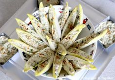 Endive leaves with tuna rillettes - cream cheese like Saint Moret 1 box of tuna natural 4 large cloves garlic 1 tablespoon parsley , chopped 10 capers in vinegar coarsely chopped lemon yellow 1 pinch of salt 1 pinch of pepper Healthy Summer Recipes, Healthy Dinner Recipes, Tapas, Brunch, Appetisers, Healthy Cooking, Entrees, Good Food, Food And Drink