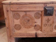 Coffre ancien Queyras Sculpté et daté Art populaire