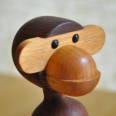 kaj bojesen monkeys Awesome Art, Cool Art, Paper Sculptures, Baby Time, Woodturning, Wood Toys, Danish Design, Carpentry, Bananas