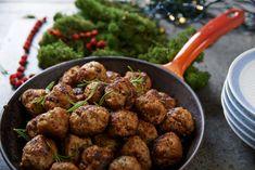 A svéd húsgolyókat senkinek sem kell bemutatni - mindenki rajong értük. Egy kis áfonyalekvárral megtoldva nem lehet nem beleszeretni! Lássuk, hogy készül házilag. Main Dishes, Ethnic Recipes, Food, Meal, Main Course Dishes, Entrees, Essen, Main Courses, Meals